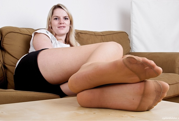 Nylons in frau nackt The Mature