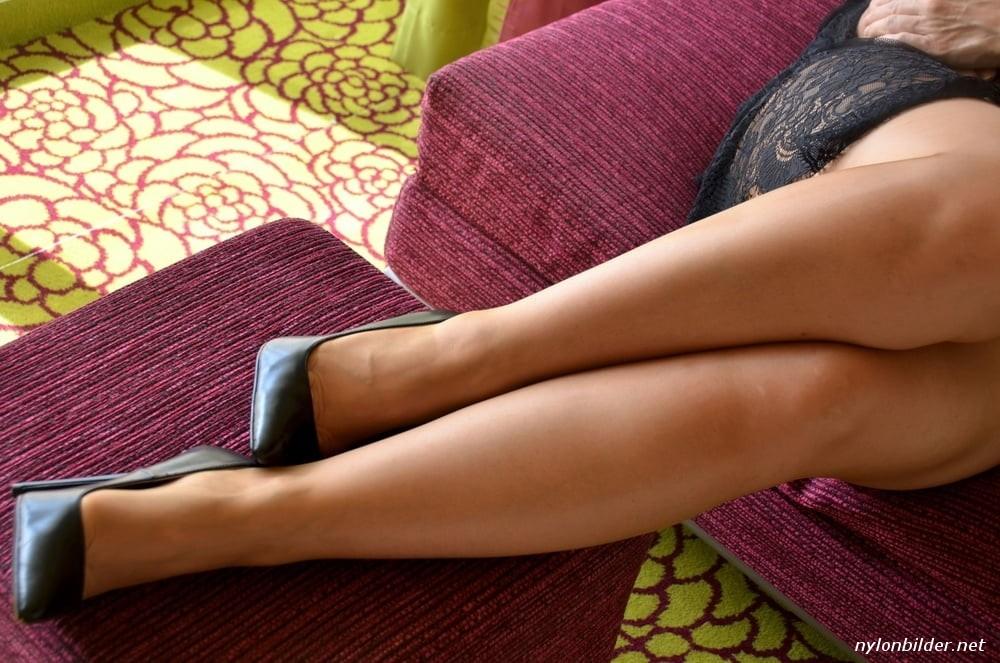 Schöne frauenbeine in nylons