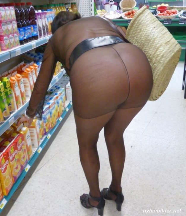 Einkaufen frivol Getting Dressed